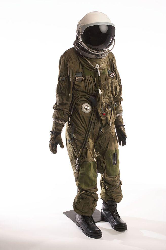 Pressure suit
